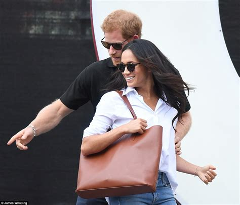 prince harry s girl friend prince harry and meghan markle house hunting in cotswolds