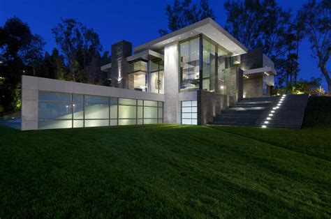 eco friendly modernist luxury mansion  beverly hills