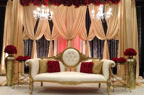 "MESMERIZING STAGE DÉCOR FOR ""DESI WEDDINGS""   Shadi Tayari"