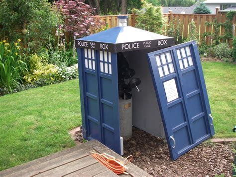 Astronomy Shed by Doctor Who Tardis Telescope Shed Pic Global News