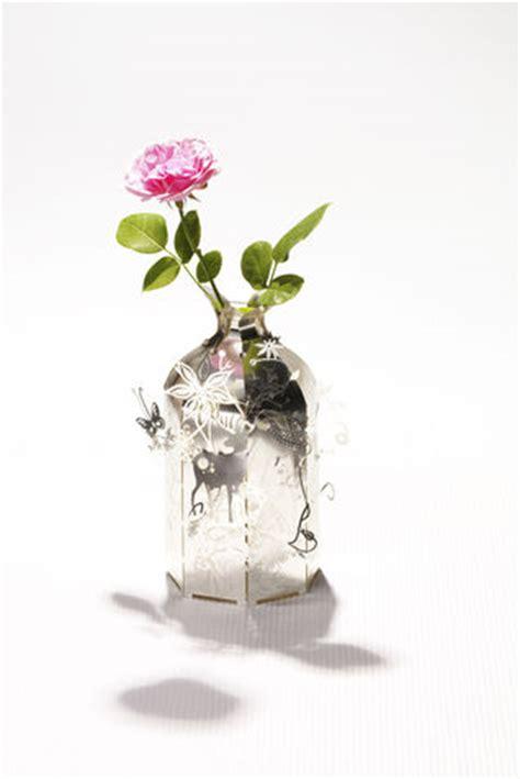 donare un fiore regalare fiori un gesto gentile donna moderna