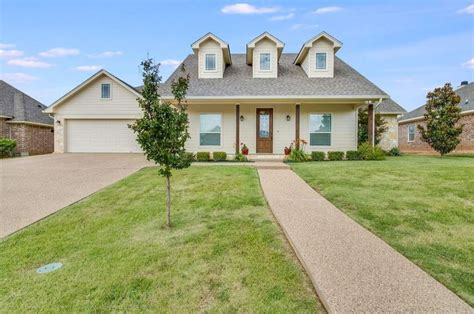 waco texas real estate chip and joanna gaines homes for sale in waco texas inspired by fixer upper