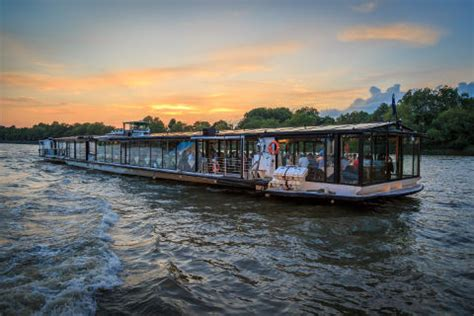 thames river cruise lunch sunday river thames sunday lunch jazz cruises bateaux london