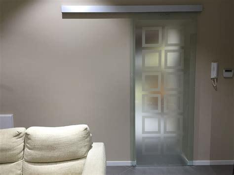 porta scorrevole cristallo foto porta scorrevole in vetro satinato di vetri sud sas