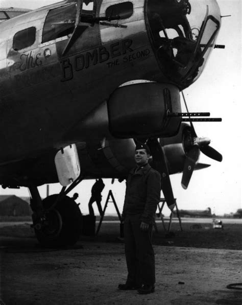 WW2 Nose Art - Photos of B-17 bombers