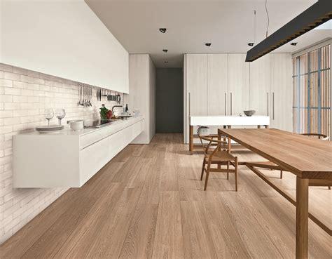 piastrelle cucina effetto legno piastrelle effetto legno e parquet ragno