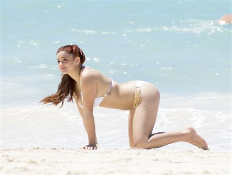 rihanna sexy celeb sexy celebs showing off their toned beach bodies