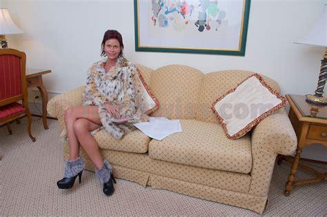 nackt auf dem sofa fotoswiss pressphotography pressefotos irina walter