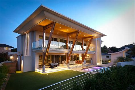design modern home distinct cantilever balcony and roof reduce cooling costs