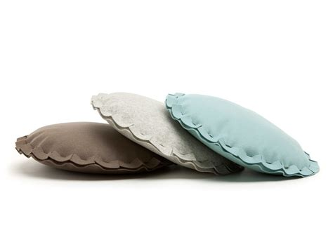 cuscino rotondo cuscino rotondo in feltro per divani pai cuscino rotondo
