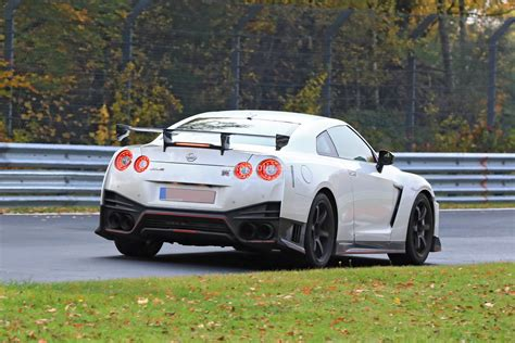 skyline nissan 2018 2018 nissan gt r nismo spied with different brakes and