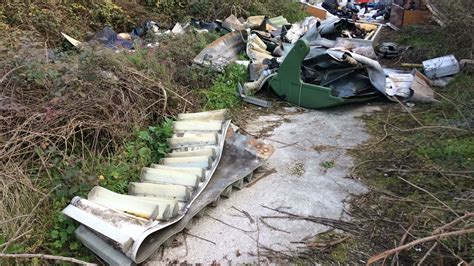 clinica villa fiorita capua rifiuti scenario da paura alle spalle della clinica villa