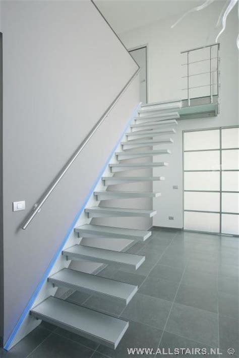 aluminium trap met leuning aluminium trap met een moderne uitstraling allstairs