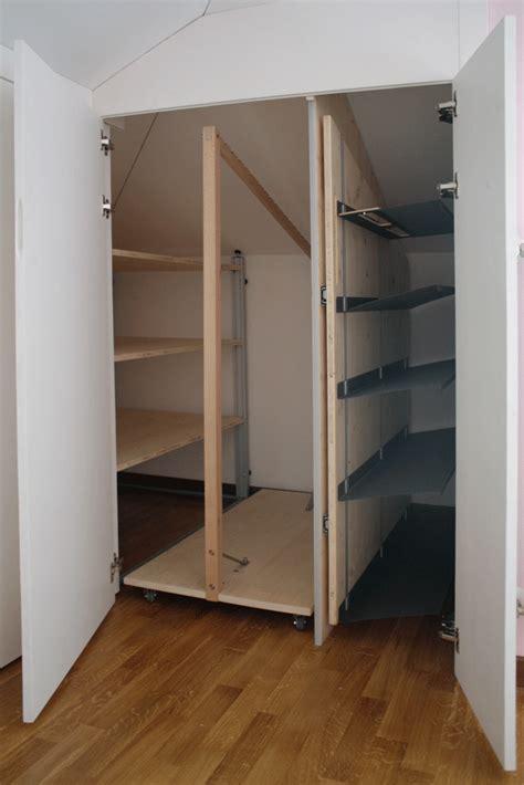creare armadio a muro mobili e armadi nella da letto in mansarda