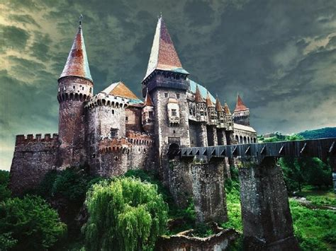 home to dracula s castle in transylvania pin by morgan williams on castles pinterest