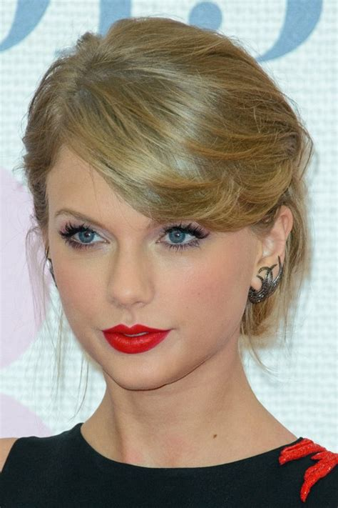 taylor swifts hairstyles hair colors steal  style