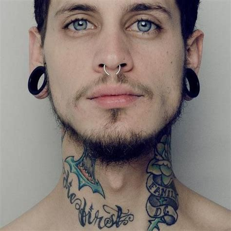 guys with tattoos and piercings hombre con tatuajes piercing y expansores