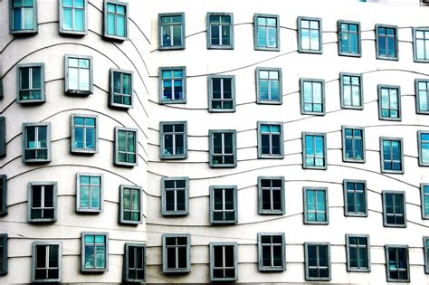 houses windows pictures file dancing house windows jpg 維基百科 自由的百科全書