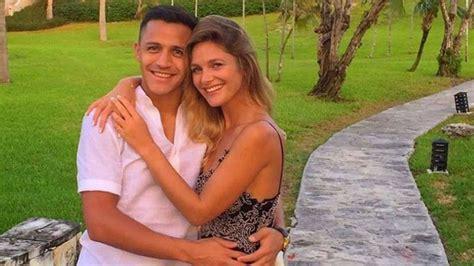 alexis sanchez y su novia 2017 en facebook convocan una marcha para que alexis s 225 nchez y