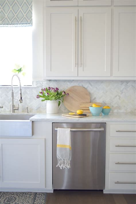 lemon kitchen decor best 25 lemon kitchen decor ideas on pinterest