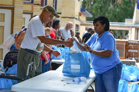 Salvation Army Food Giveaway - salvation army and nourishment network distribute food to local residents wuft news
