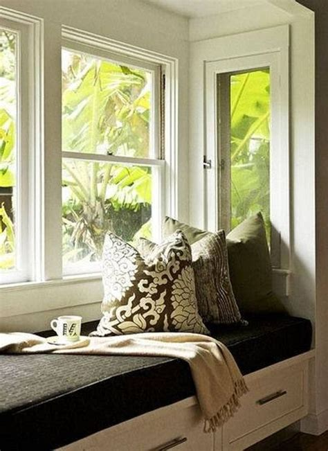 chairs to put in bedroom 1000 ideas about bay window bedroom on pinterest window