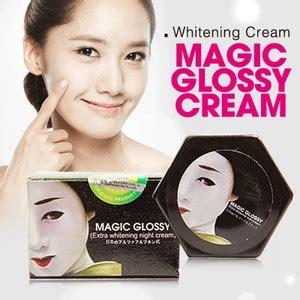 Krim Wajah Magic Glossy magic glossy whitening krim pemutih tambahan