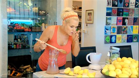 yolanda foster paints canvas real housewives house tour preppy empty nester f