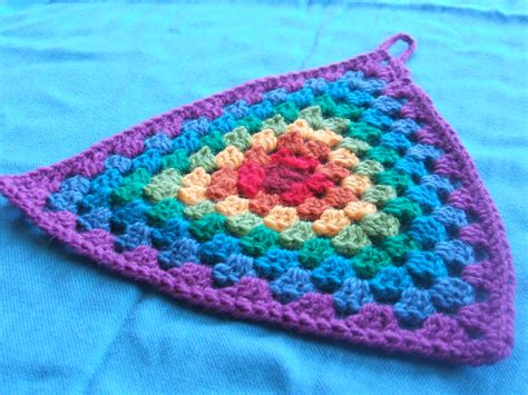 Pattern For Granny Triangle | a mistake crochet with raymond