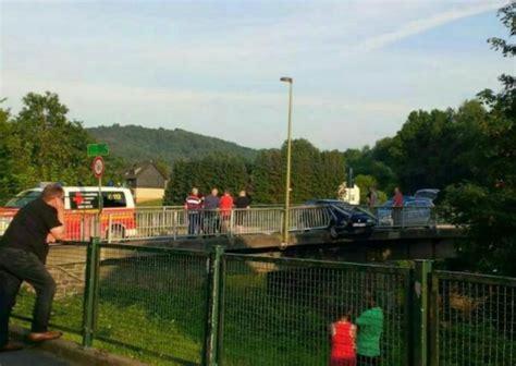 Unfall Auto B Rse by Von Der Fahrbahn Abgekommen Und Gegen Br 252 Ckengel 228 Nder