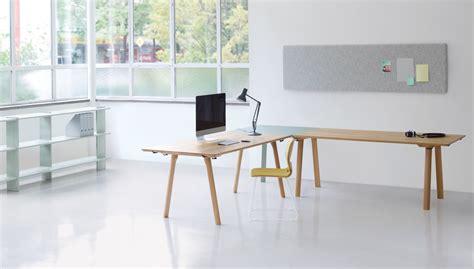 höhenverstellbarer schreibtisch klein bett tisch mit kissen