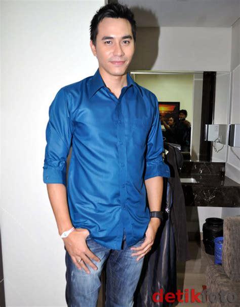 Kemeja Pria Darius foto darius sinathrya presenter dan aktor ganteng