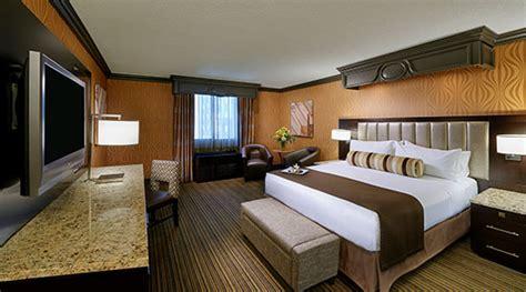 golden nugget two bedroom suite one bedroom parlor suite golden nugget las vegas