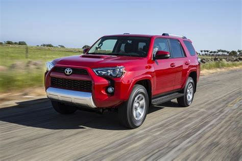 Toyota 4runner Vs Highlander 2016 Toyota Highlander New Car Review Autotrader