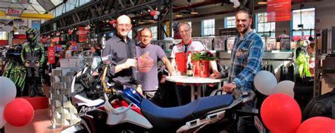 Louis Motorrad Berlin Filialen by Louis Verschenkt Motorr 228 Der