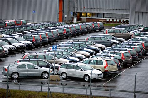 volvo truck factory sweden china s geely leads volvo bidding wsj
