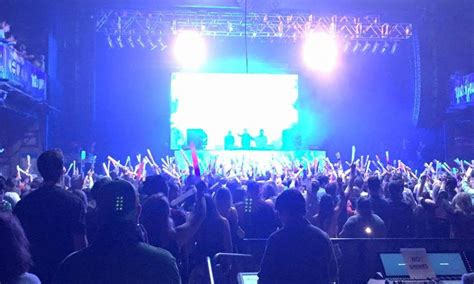 Chauvet Professional Lights The Chainsmokers Cash Cash