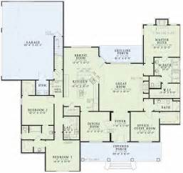 southern floor plans southern style house plans 2556 square foot home 1 story 4 bedroom and 3 bath 3 garage