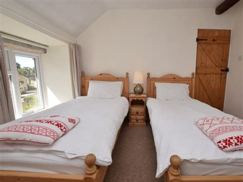 peak bedrooms pine door dog friendly cottage in eyam peak district