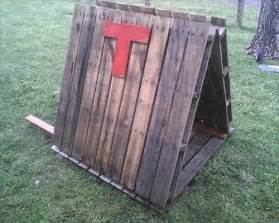 Diy Footboard Ideas Diy Dog House Made From Pallets Pallets Designs