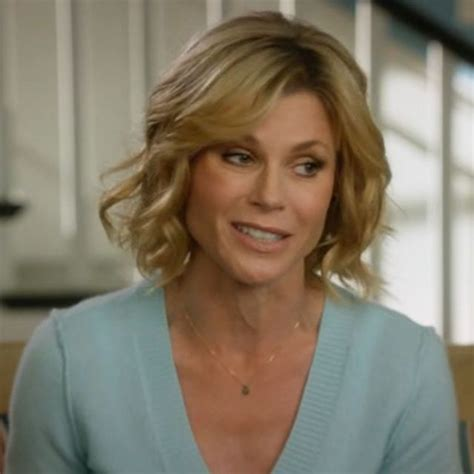 claire on modern family new hairstyle claire dunphy hairstyle claire dunphy s sweaters