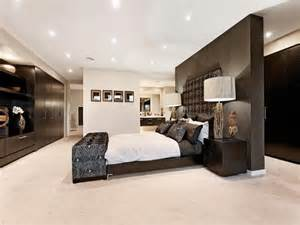 bedroom design idea with timber built in