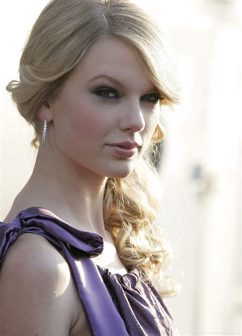 mini biography about taylor swift taylor swift pictures mini biography celebrity preview