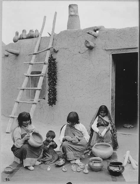 Pueblo Records File Indians Of Santa Clara Pueblo New Mexico Pottery 1916 Nara 519165 Jpg