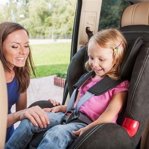 Kinder Auto Vorne Sitzen Schweiz by Autokindersitze So Sitzt Ihr Kind Sicher Im Auto