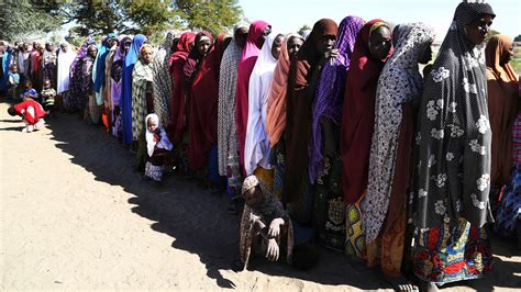 thousands flee to cameroon after boko haram attack in nigeria officials 10 000 cameroonians flee boko haram itv news