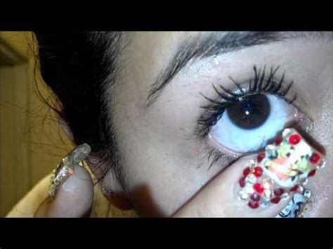 Removing A Stuck Contact Lens The Easy Way by Easy Way To Take Out Contacts Doovi