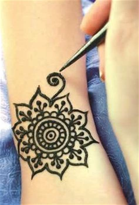 easy tattoo transfer diy henna or temporary tatoo stencil use this easy way to