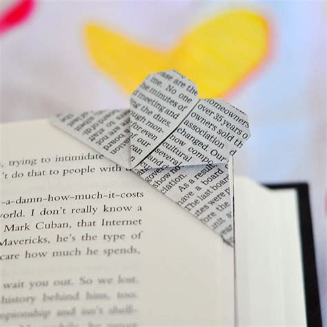 Origami Bookmark Tutorial - how to make an origami corner bookmark all
