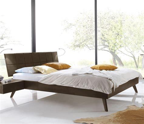 moderne betten für tapete schlafzimmer